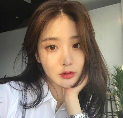 韩式微卷中长发 这种慵懒感发型才是我的最爱! 美容护肤 图3