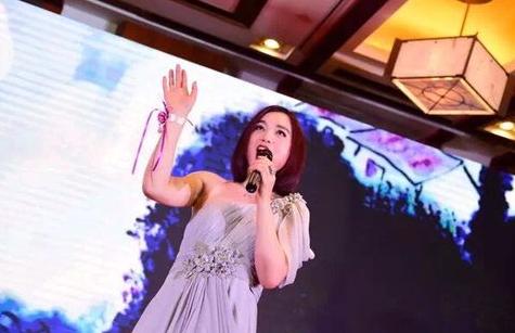 总政歌舞团国家一级演员白雪现场演唱主题歌-央视主持向琳助阵2016