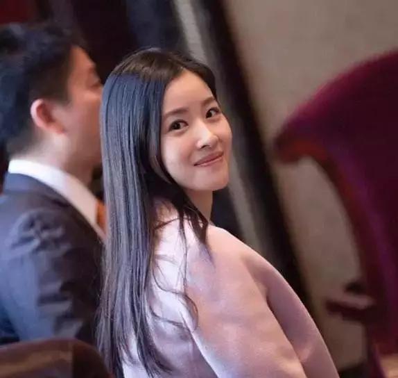 京东老板刘强东老婆的真实身份曝光,你太小看她了
