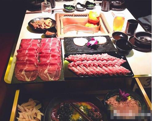 黄磊孟非合开的火锅店开张一份牛肉卖398