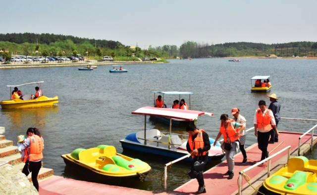 八岭湖旅游度假区位于明光市张八 大横山风景区   大横山风景区位于高清图片