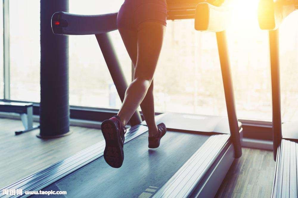 跑步机上怎样跑步更安全?