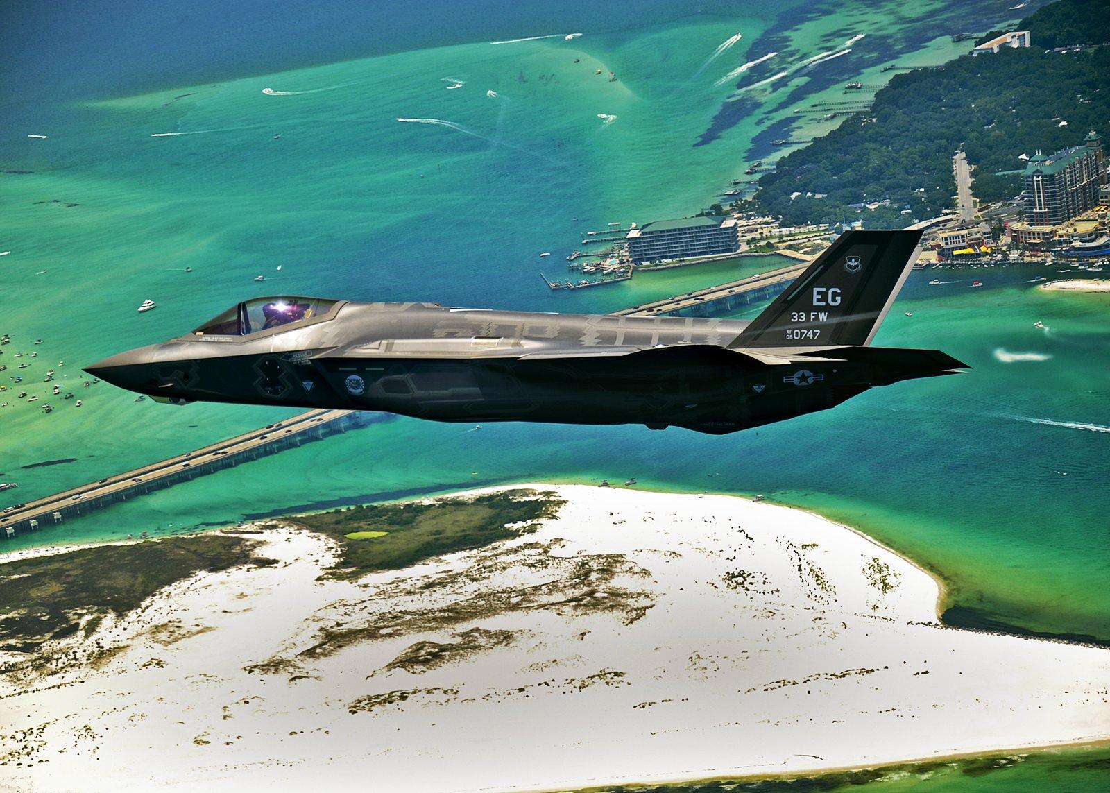 弹射椅与头盔改进 矮个飞行员终于能飞F 35了