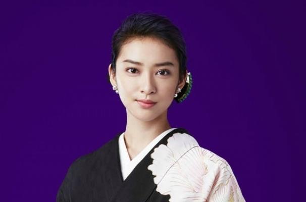 武井咲接班米仓凉子 7月将主《黑色皮革手册》