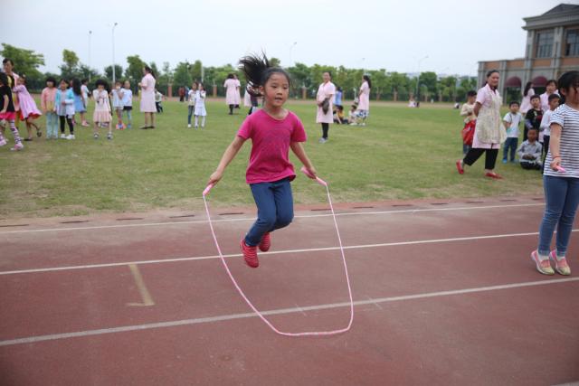 亚洲美少妇百人大赛撸二哥_一根跳绳的开心之旅 ——记小学部百人师生跳绳挑战赛
