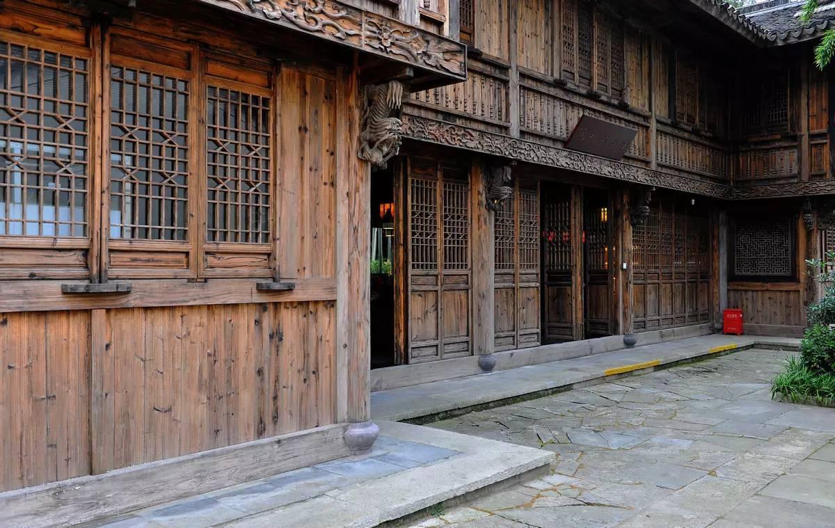 这里有清代的祠堂,明代的古民居,置身其中,可以感受居民朴实的生活