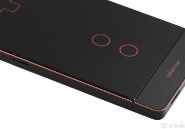 锤子坚果Pro手机手感膜实测,告诉你值不值得买图片