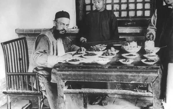 一位神父历经10年,在112年前拍摄的中国照片