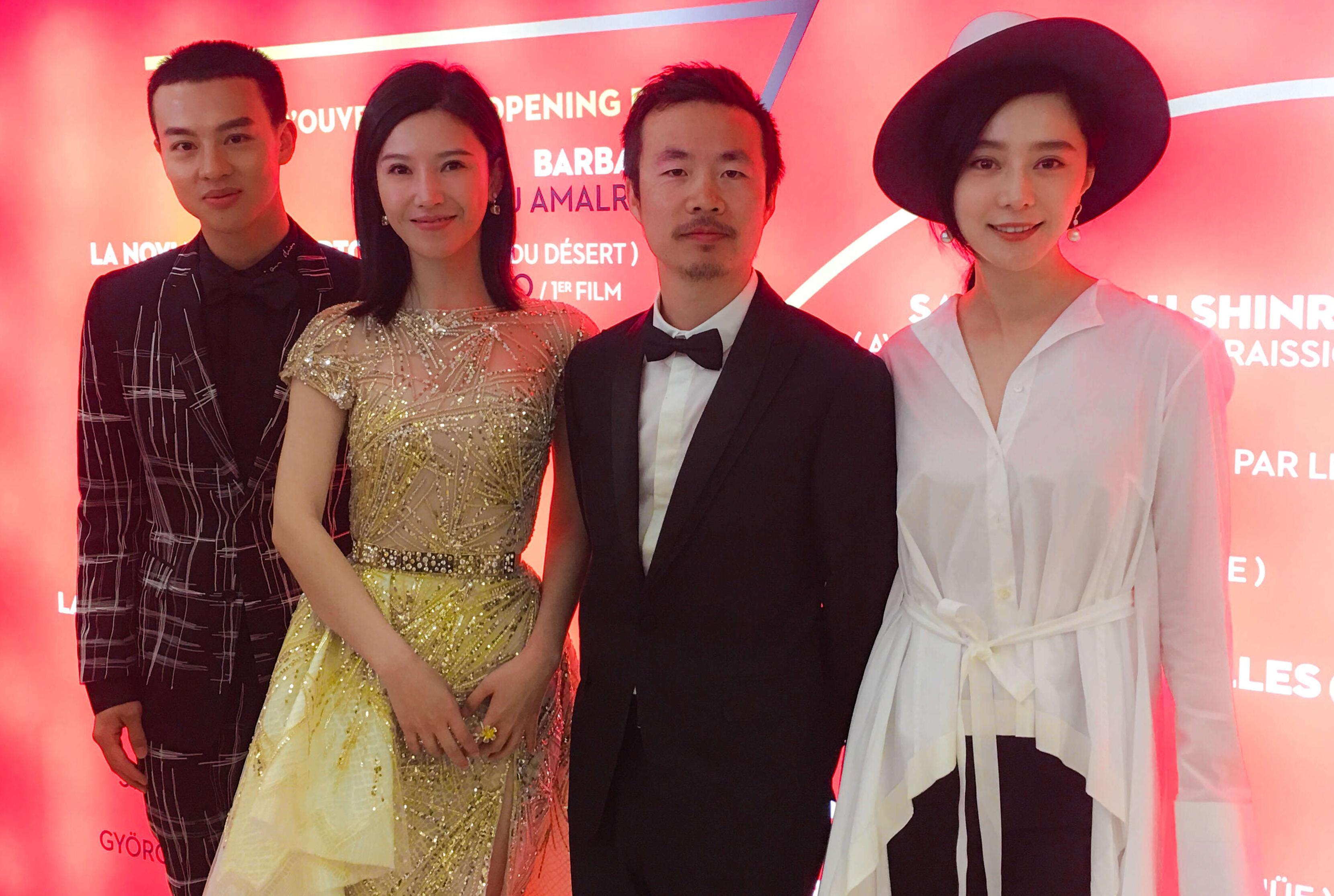 《路过未来》戛纳全球首映 杨子姗尹昉亮相红毯