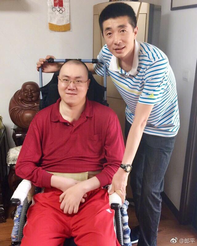 助残日郎平携安家杰探望汤淼网友:他是前国手排协官员来看过吗