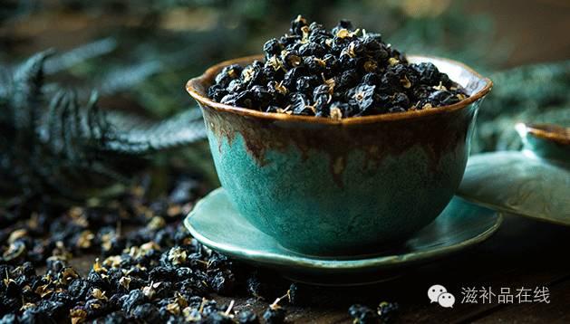 黑枸杞泡水有讲究,这样吃,多半人说它是滋补软黄金
