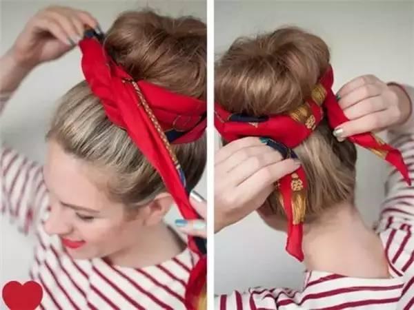 漂亮的相机带就完成了~      先将头发扎好,再把丝巾从前额往下绕,用