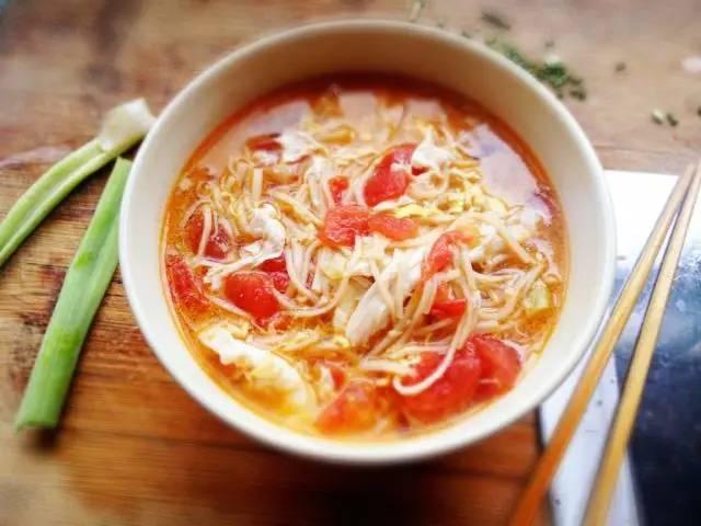天气转凉,这3碗快手汤面当晚餐,温暖你的身心