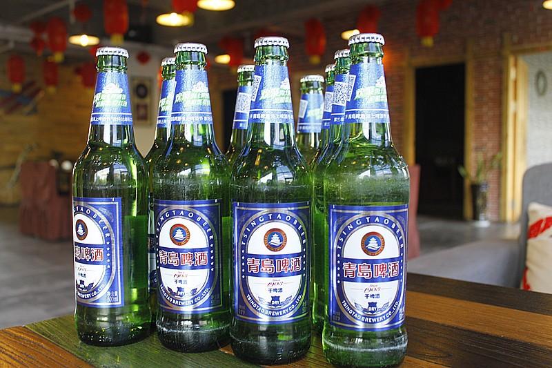 ktv喝酒瓶子_连续11天1元喝青岛啤酒,7折吃烧烤!喝酒撸串就去这家店,划算!