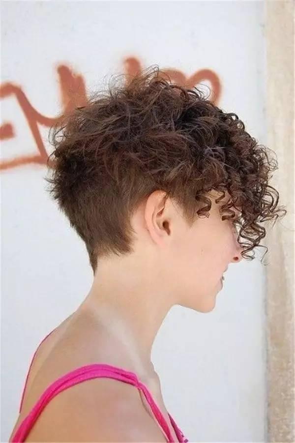 头发让整体造型看起来更干净,更有精神,这种名为undercut的发型已经火图片