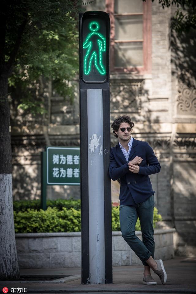 帕托天津街头拍写真足球让时尚界少了一位模特
