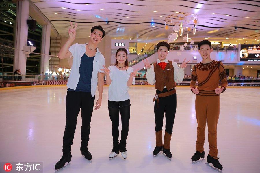 金博洋、王诗玥、柳鑫宇来沈指导小朋友滑冰冰上表演震撼全场