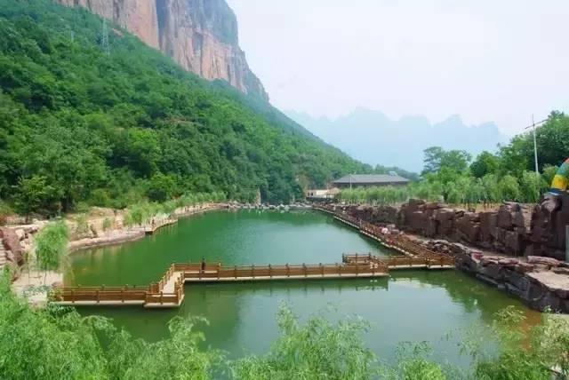 """7、响堂山石窟   是国家森林公园腹地,因佛教文化中的""""七步莲花"""""""