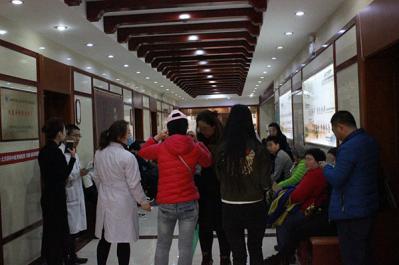 京联科中医肾病医院 患者排队等候专家会诊-端午节到了 北京联科中