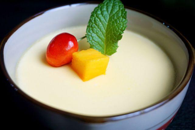养胃宵夜首选:试试这款助睡眠有营养的牛奶炖蛋