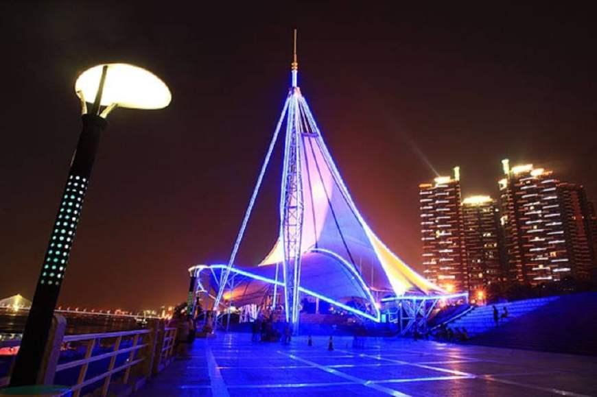 吃完坡子街,晚上务必走长沙湘江风光带走一趟!