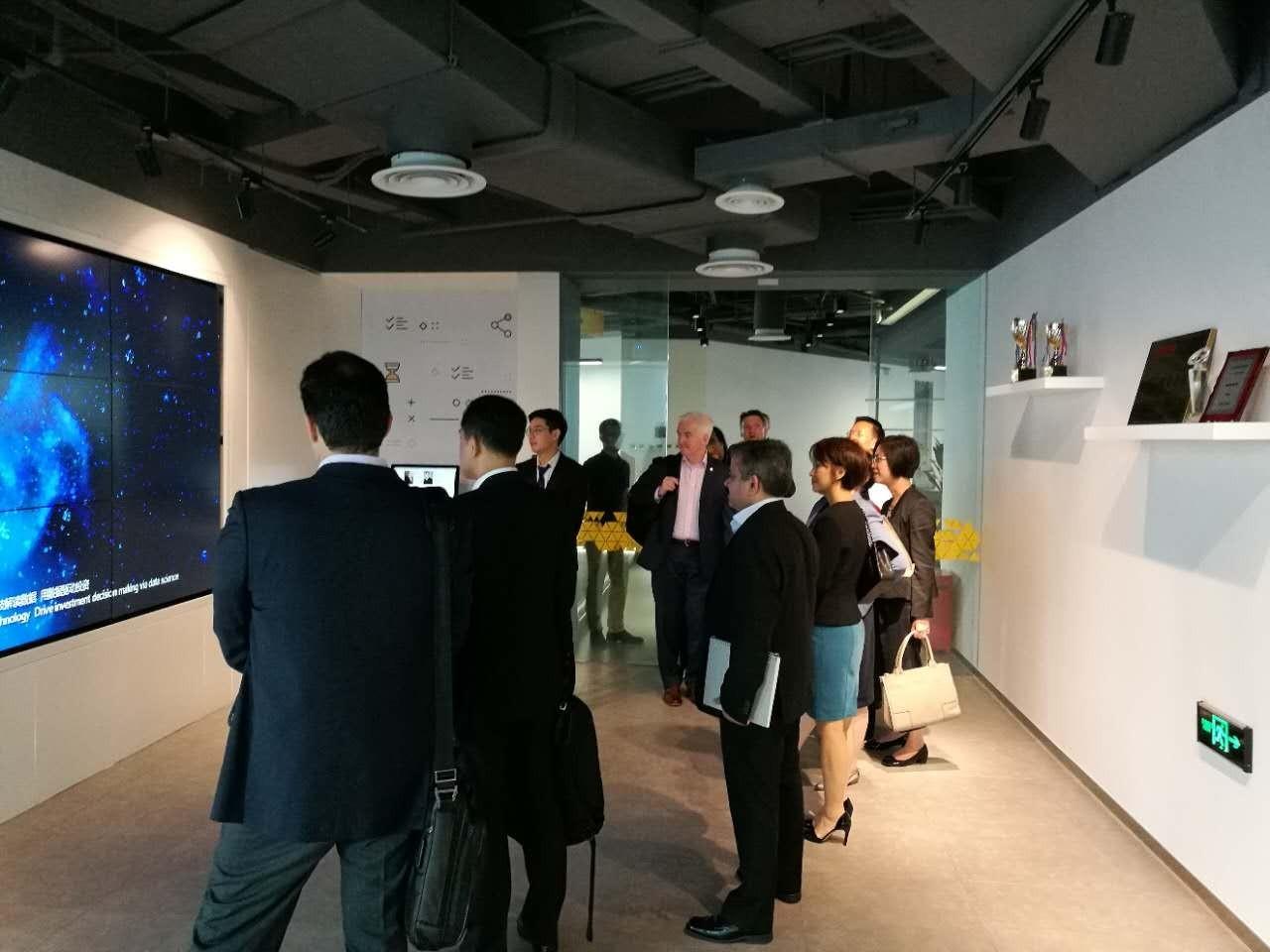 世界知名基金管理公司Vanguard高管团访问通联数据
