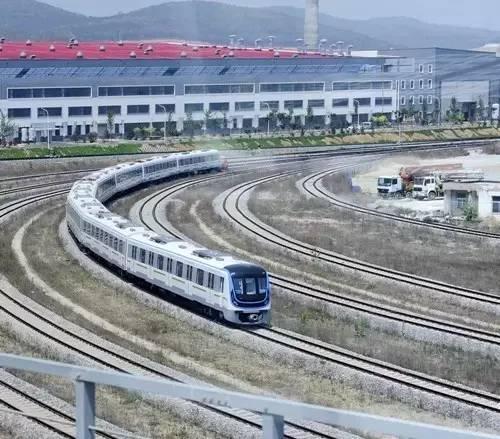 广州地铁 巨无霸 ,每趟多1400余人与你同车图片