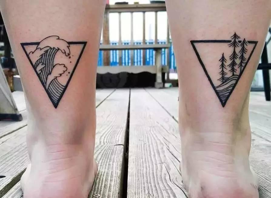 在脚上纹上两个相似的纹身,才不需要另外一个人来迎合自己,也不用迎合