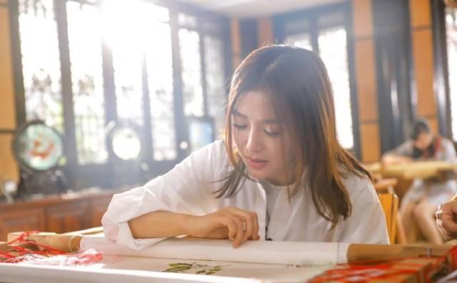 此次戛纳电影节,秦岚将携手无限极旗下高端中草药护肤品牌   萃雅   图片