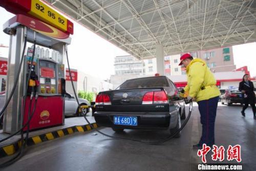 油价今或迎年内第二大涨幅 加满一箱或多花5元