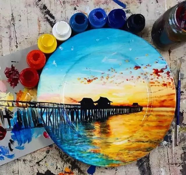 艺术家真会玩,用盘子记录风景,连照相机都省了!