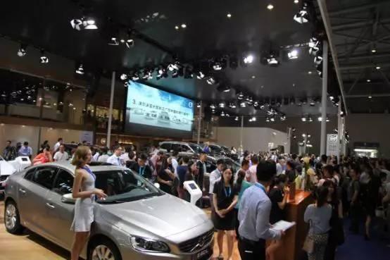 前4S店销售经理告诉你车展上如何砍价