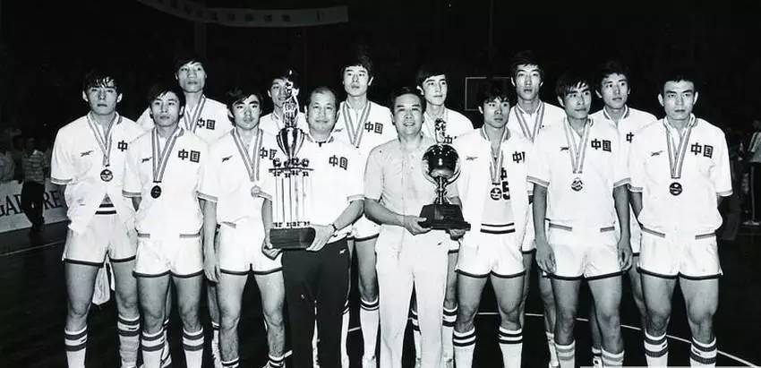 他是中国篮球教父|跑轰战术鼻祖