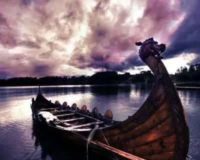 源于古越民族图腾祭   近代大量出土文物和考古研究证实:长江中下游