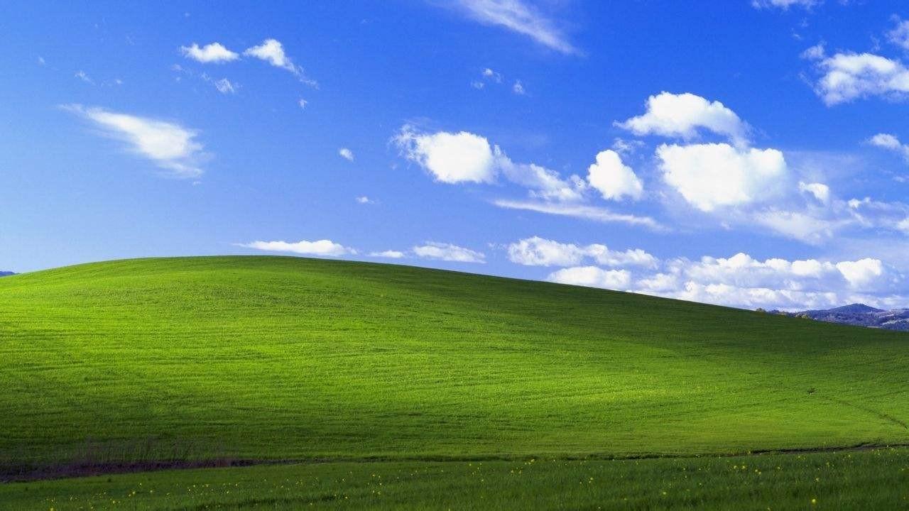 Windows XP系统经典的蓝天白云桌面,拍摄自美国加州索诺马县的风图片