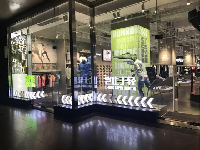 inbase 550平米宽敞的购物环境 外观四层面积的橱窗展示 凸显李宁的图片