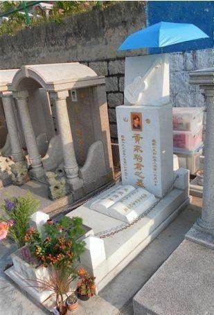 镜头下的黄家驹墓地:永远的摇滚天才