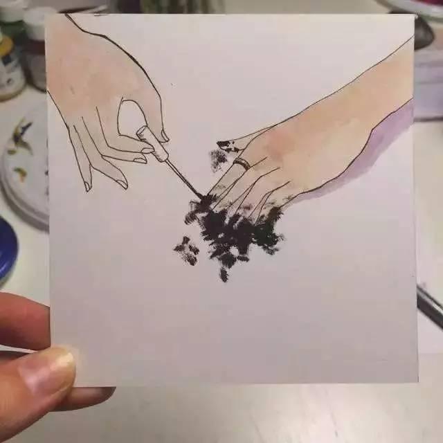 指,我会假装是抽象画派大师,在自己的指甲上乱涂一气,好像完成了