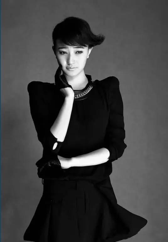 喜欢穿黑色衣服的女人性格 衣服颜色就是女人性格