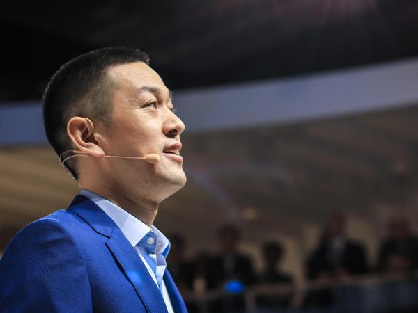 """蔚来引入前新东方首席财务官谢东萤 与美股上市无"""""""