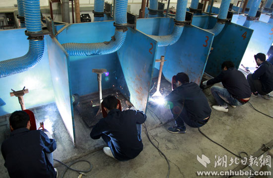 焊接技术是武汉交通职业学院船舶工程技术专业学生必备技能图片