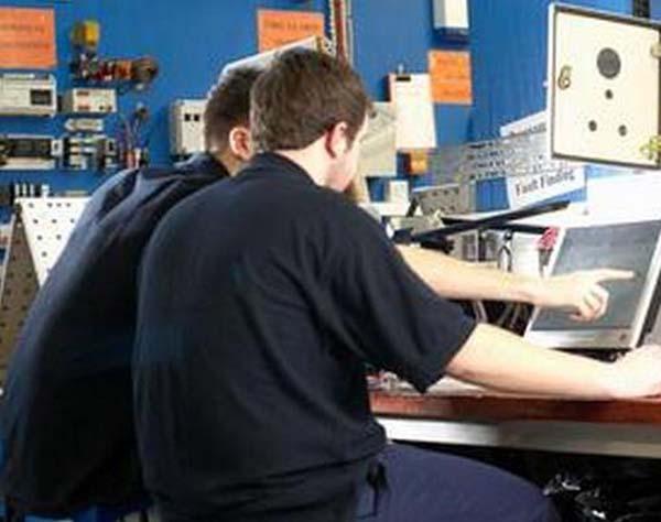 电气工程师是什么职业图片