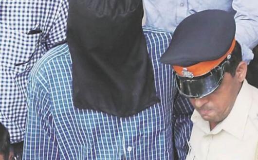 """印度警察之子残忍弑母 尸体旁画笑脸血书挑衅之词"""""""