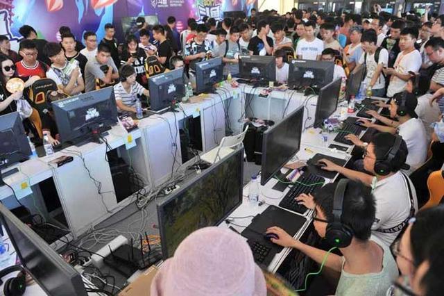 斗鱼在武汉办了场嘉年华 整个江滩被挤爆   移动互联  第6张