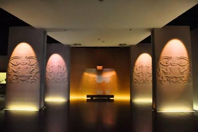 武汉免费开放参观的博物馆有武汉科技馆新馆、武汉博物馆,江汉关博物馆、辛亥革命博物馆,万林艺术博物馆、湖北美术馆、武钢博物馆、武汉美术馆,但需要持有效证件换取门票.