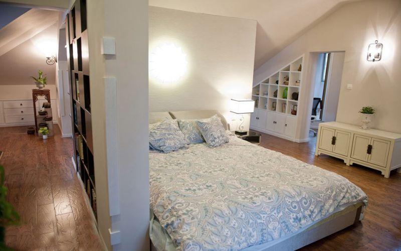 大家可以用玻璃作为客厅与卧室的隔断材料,玻璃墙明亮通透,能够让整个图片