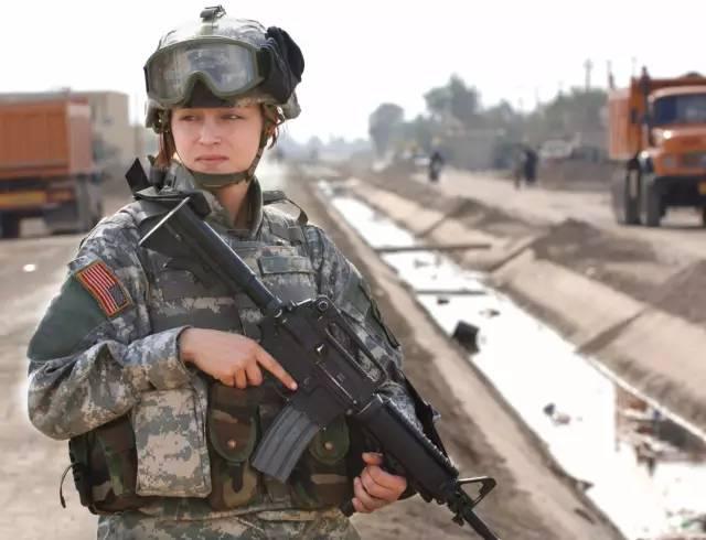 据说国外最美的女兵全都在这了你还有什么要补充的吗?