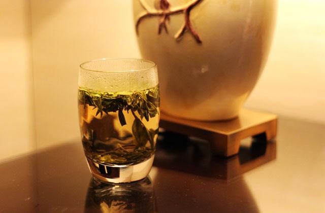 老人喝茶最好避开以下四个时间段