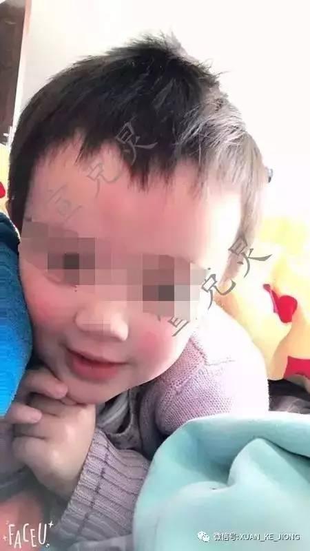4岁男童小区内被碾身亡,肇事司机瘫坐地上眼泪也流了下来,网友谴责更多的却