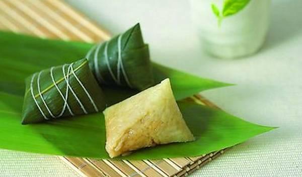 在广西最常见,一般粽叶比较宽大,可以在其中放入丰富的馅心,之后用图片